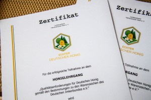 Unsere Zertifikate über den Honiglehrgang